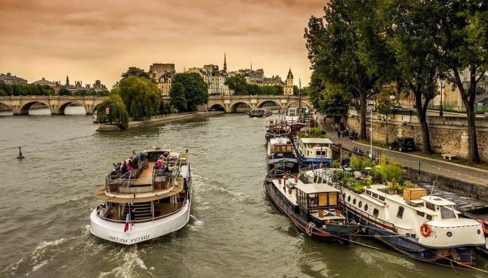 Location de péniche à Paris
